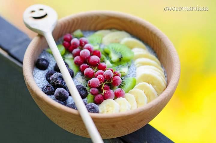 chia + mleko kokosowe + świeże i mrożone owoce