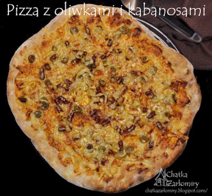 Pizza z kabanosami i oliwkami
