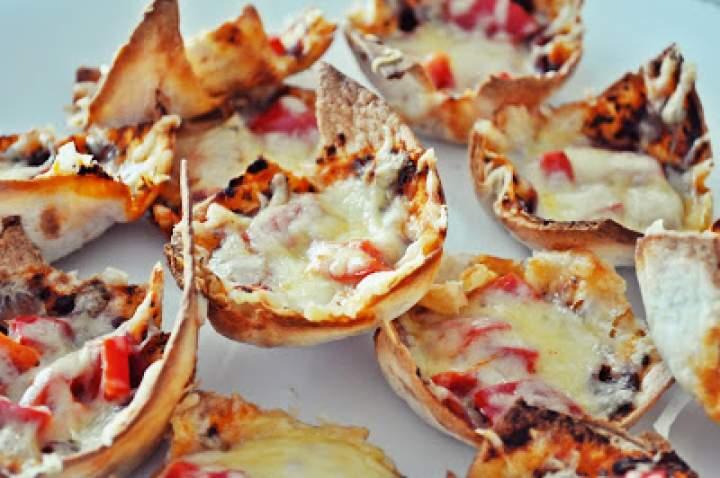 Pizza niekonwencjonalnie: błyskawiczne muffinki pizzerinki z tortilli