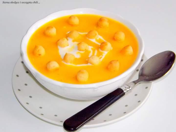 Sycąca, rozgrzewająca  zupa z dyni z kurczakiem i  dwoma serami.