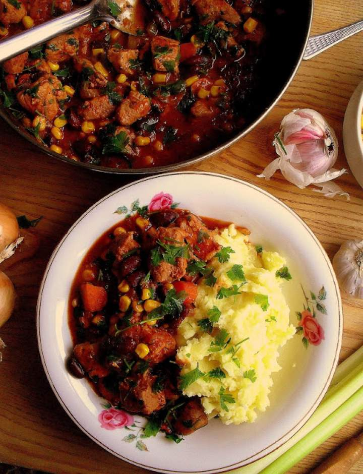 Gulasz wieprzowy z fasolą i kukurydzą / Pork Stew with Corn and Beans