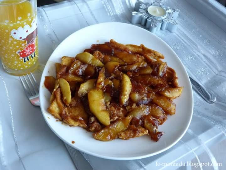 Omlet z karmelizowanymi jabłkami