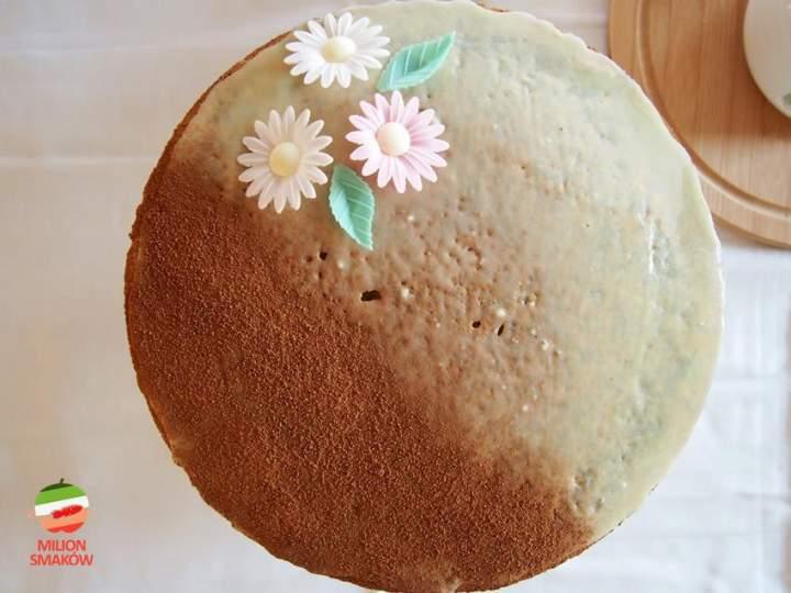 Tort makowy z jabłkami i kremem cynamonowym