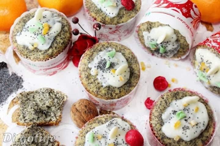 Pieguski – pomarańczowe muffinki z makiem i polewą z białej czekolady