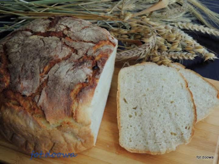 Czosnkowy chleb z garnka żeliwnego