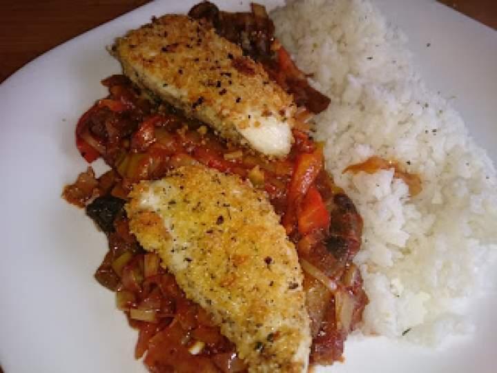 Por duszony z papryką i pomidorem