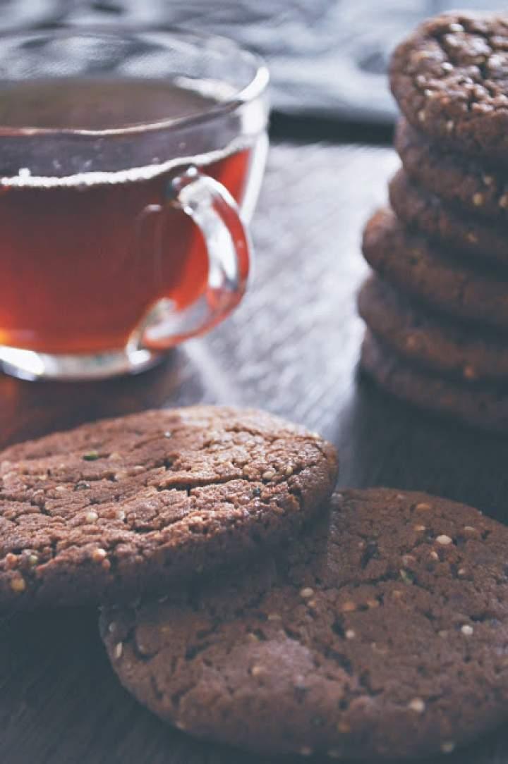 Ciastka z nutellą, kawałkami czekolady i nasionami konopi