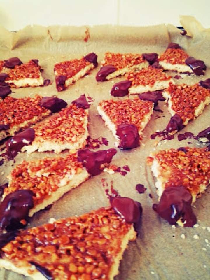 Świąteczne ciasteczka z orzechami i czekoladą