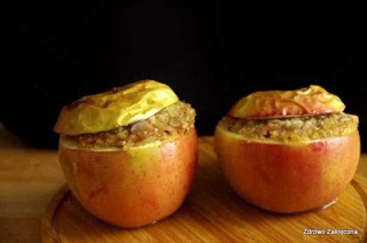 Pyszne, cynamonowe jabłka zapiekane z kaszą jaglaną i bakaliami