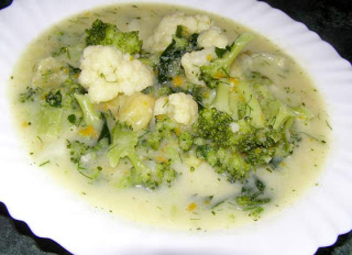 kalafiorowo-brokułowa zupa na mleku z makaronem…