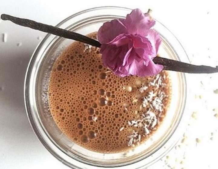 mleko owsiane + banan + kakao + migdały + wanilia