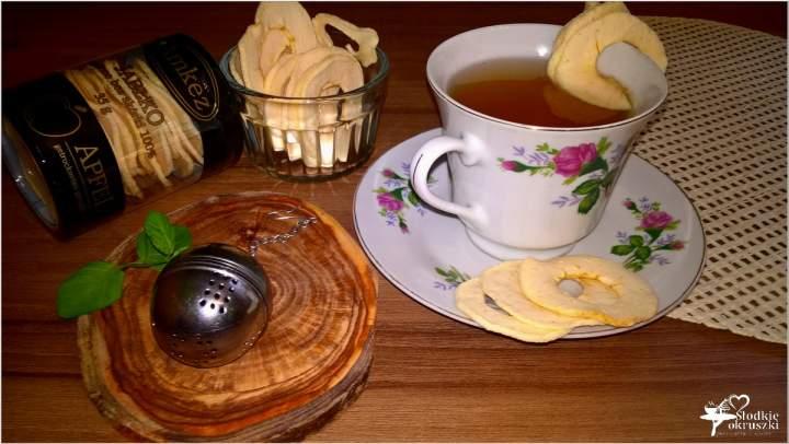 Zimowa herbatka ze zdrową przekąską
