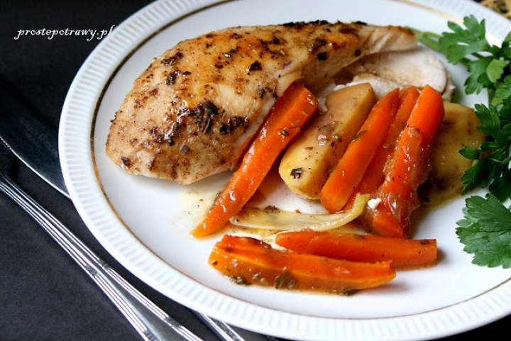 Kurczak z warzywami z piekarnika.