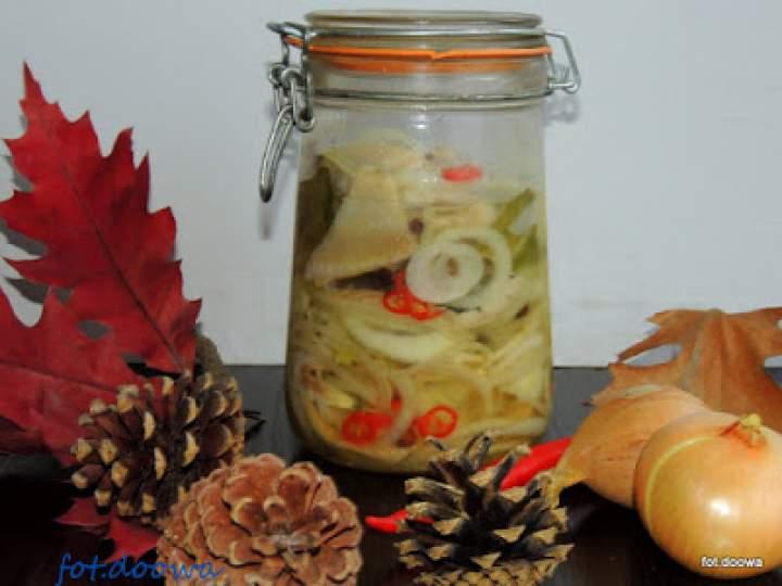 Śledzie warstwowe z cebulą i olejem