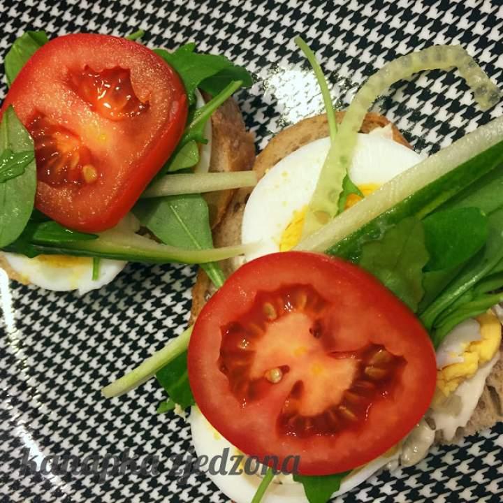 Kanapka z jajkiem i warzywami