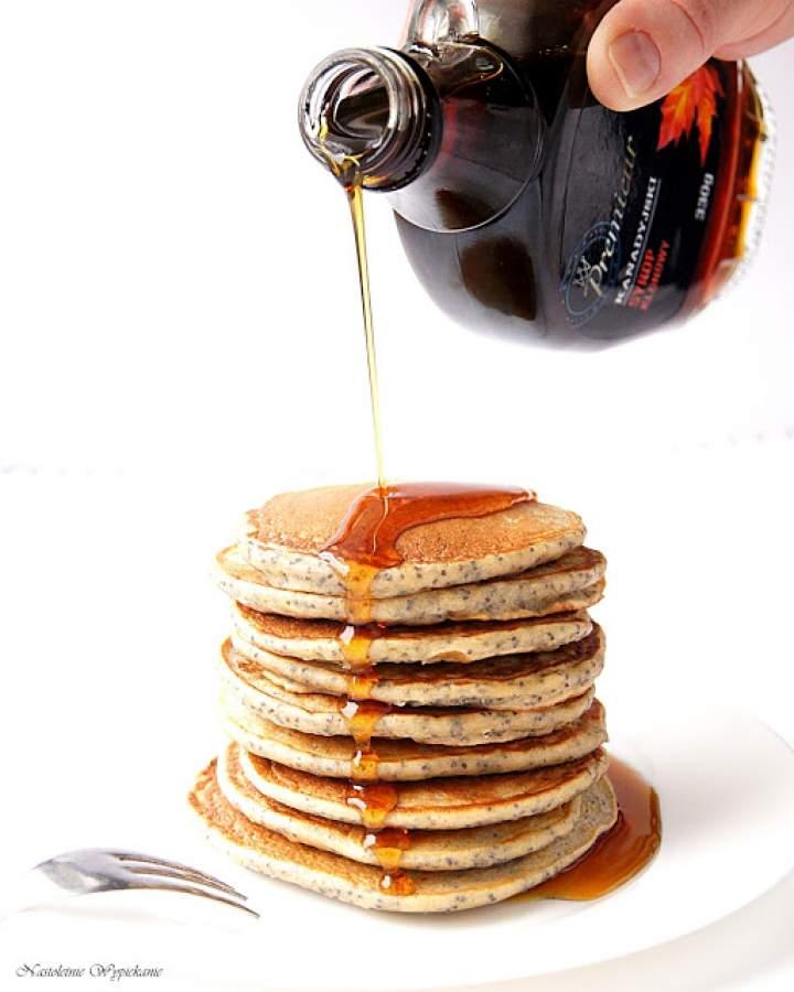 Makowe pancakes z syropem klonowym