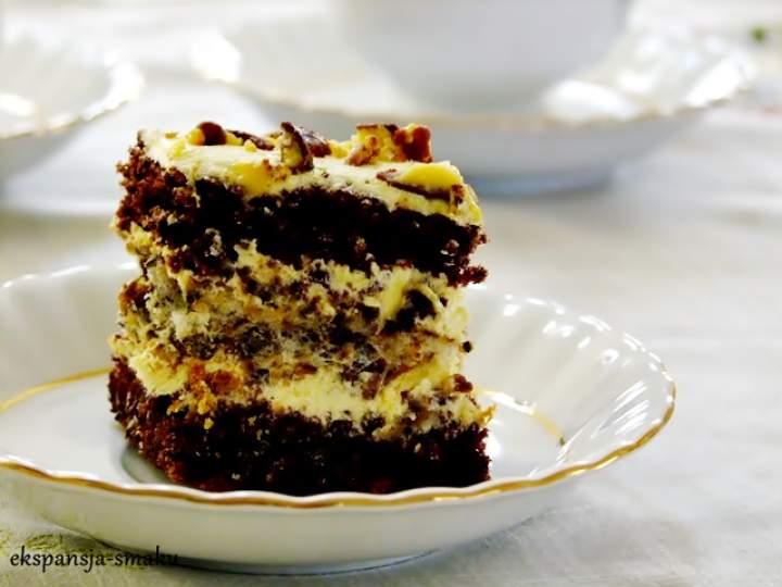 Ciasto czekoladowe z masą budyniową i orzechami