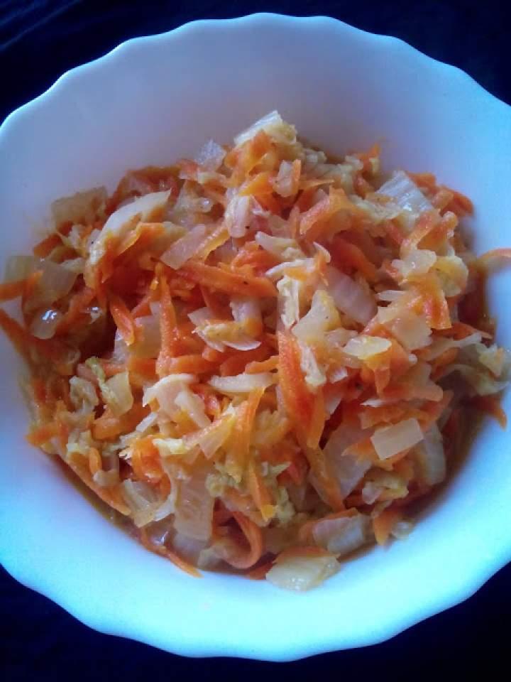 Kapusta pekińska z marchewką na ciepło