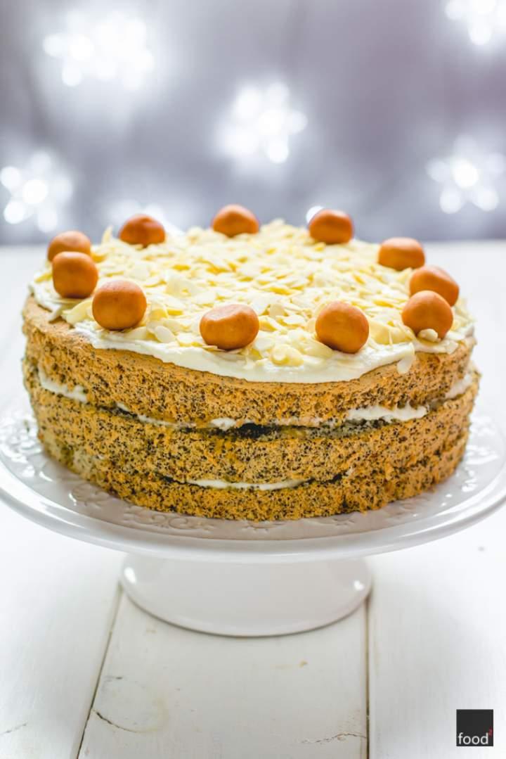 Tort makowy z kremem marcepanowym