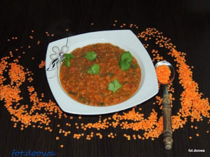 Zupa z czerwonej soczewicy ze szpinakiem