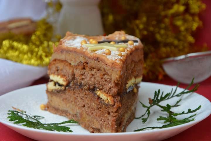 Tort piernikowy z bezą kakaową