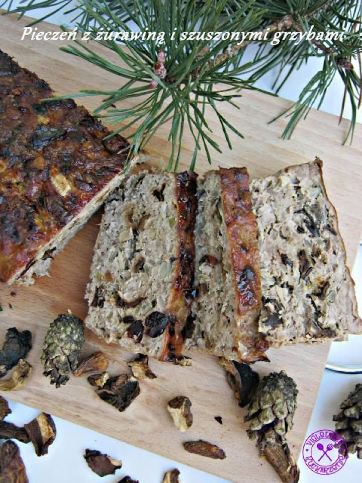 Pieczeń z żurawiną i suszonymi grzybami