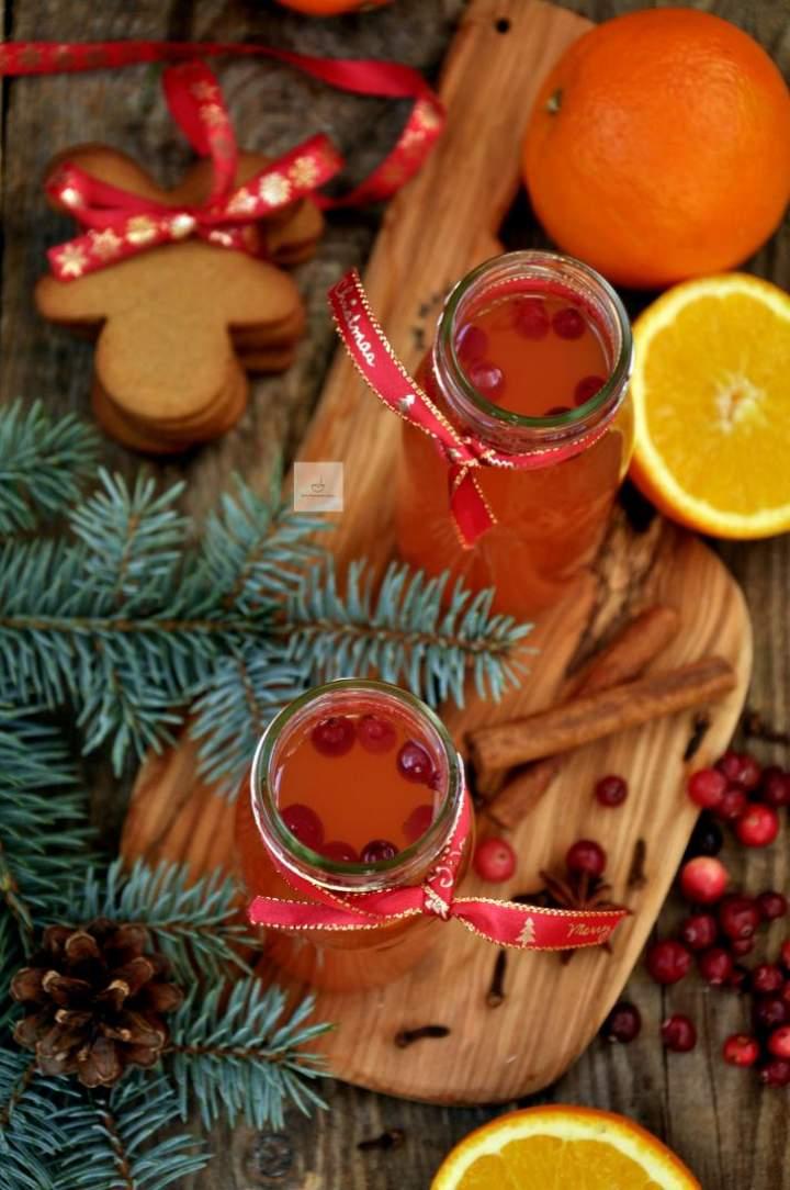 Świąteczny napój jabłkowy z pomarańczą i żurawiną oraz życzenia