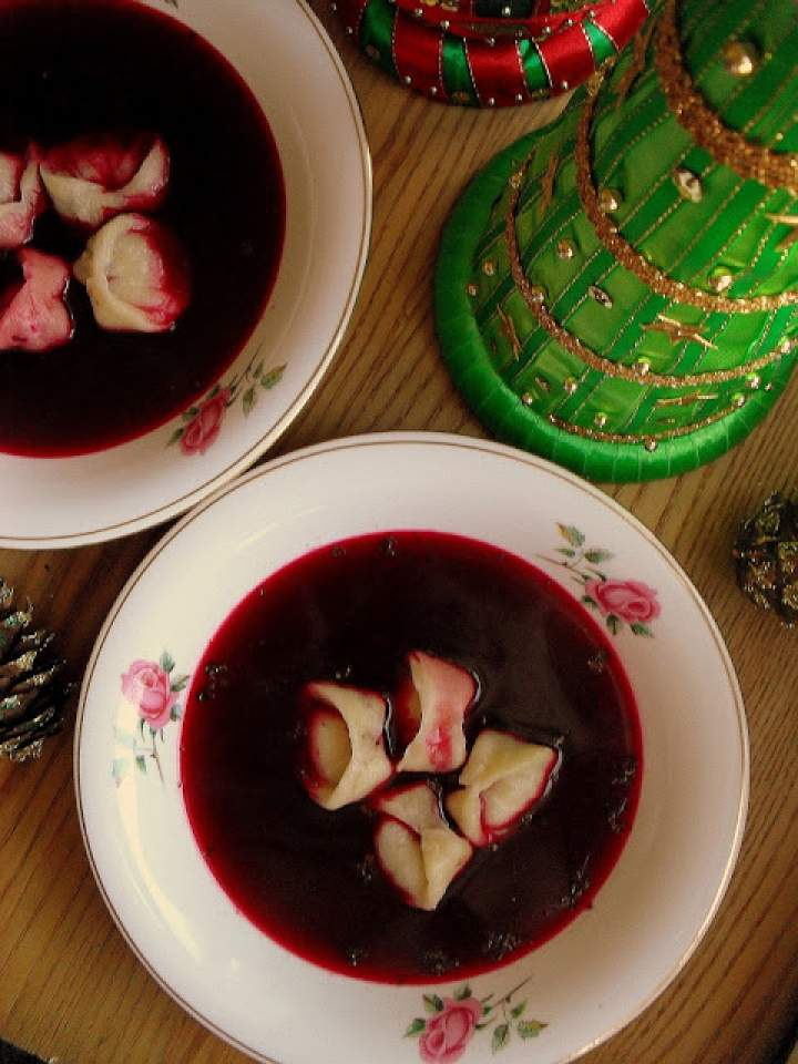 Barszcz czerwony z uszkami / Polish Red Borscht with Dumplings