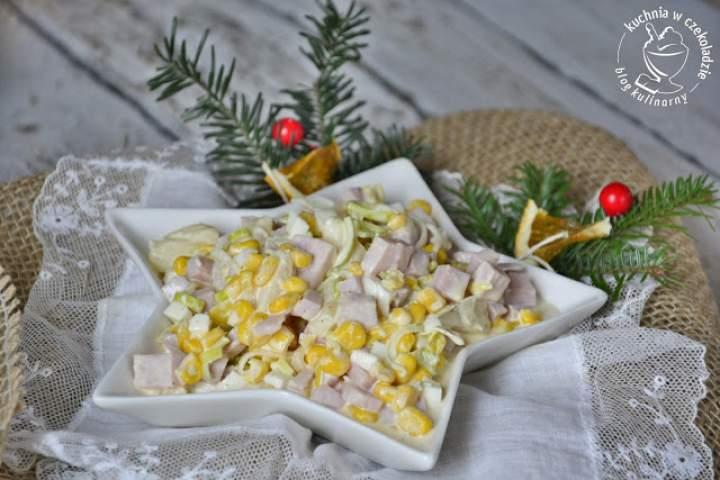 Ekspresowa sałatka z szynką i ananasem
