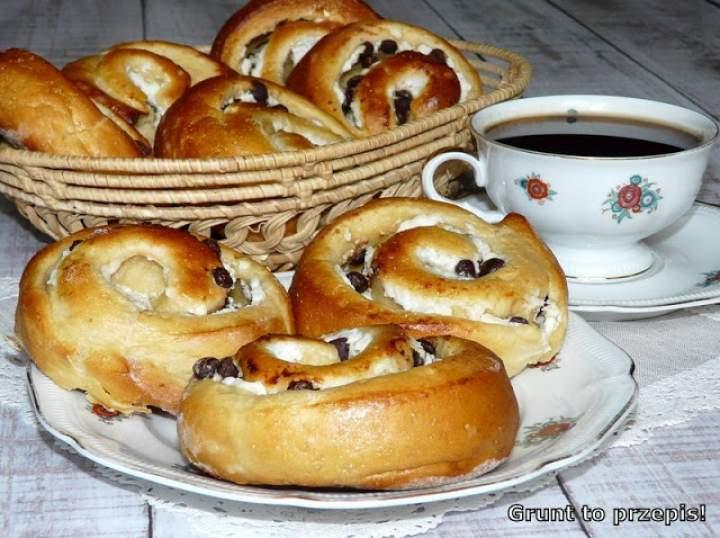 Drożdżowe ślimaczki serowo-czekoladowe