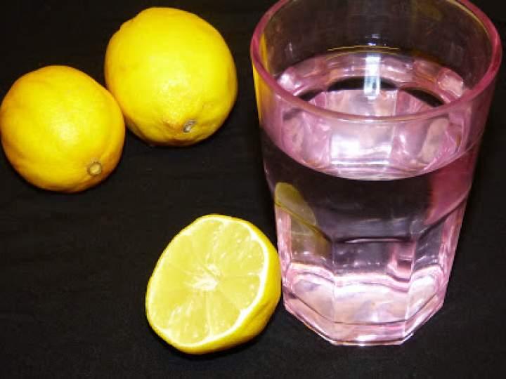 Zalety picia wody z cytryną na czczo