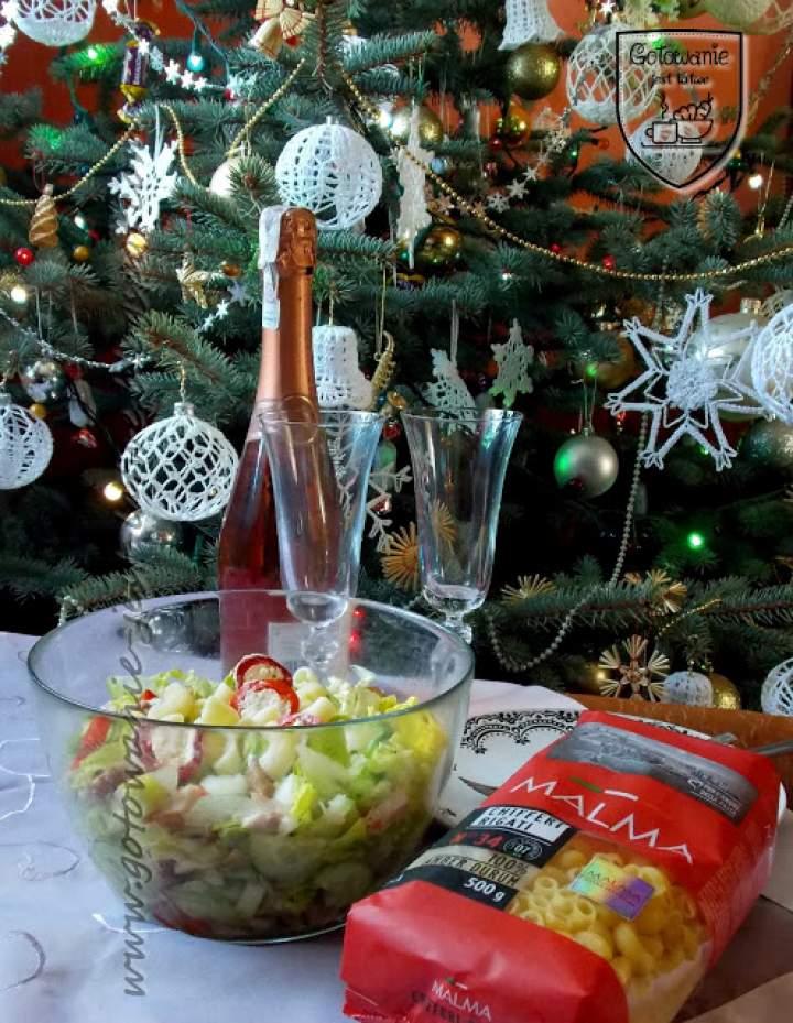 Sałatka z makaronem i łososiem