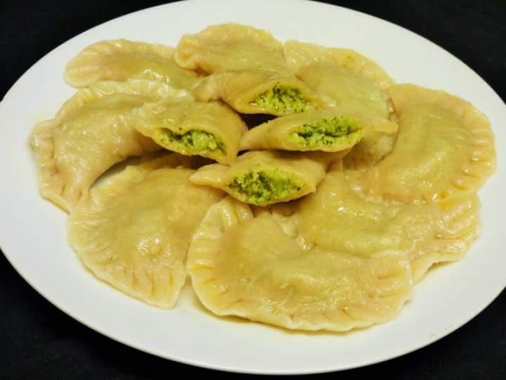 Pierogi z brokułem i serem feta