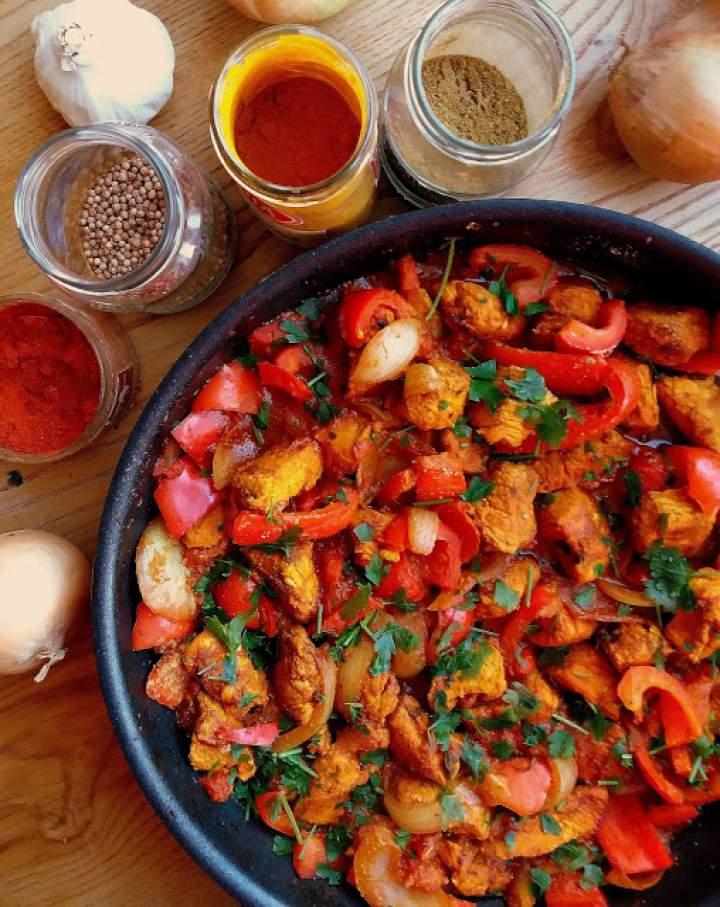 Kurczak Jalfrezi z czerwoną papryką / Chicken Jalfrezi with Peppers