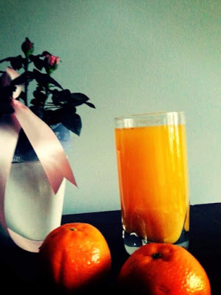 Wzmacniający napój mandarynkowy