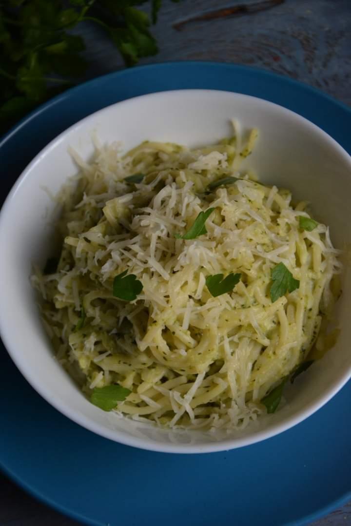 Spaghetti z brokułem i serem pleśniowym