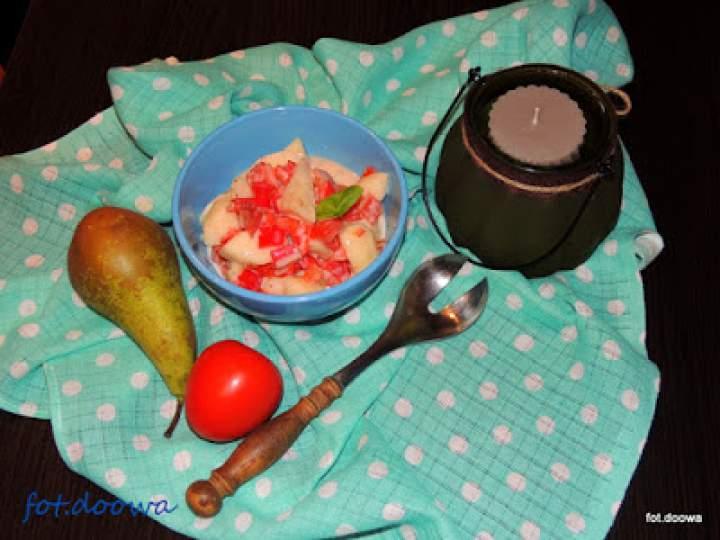 Sałatka z gruszek, papryki i pomidora
