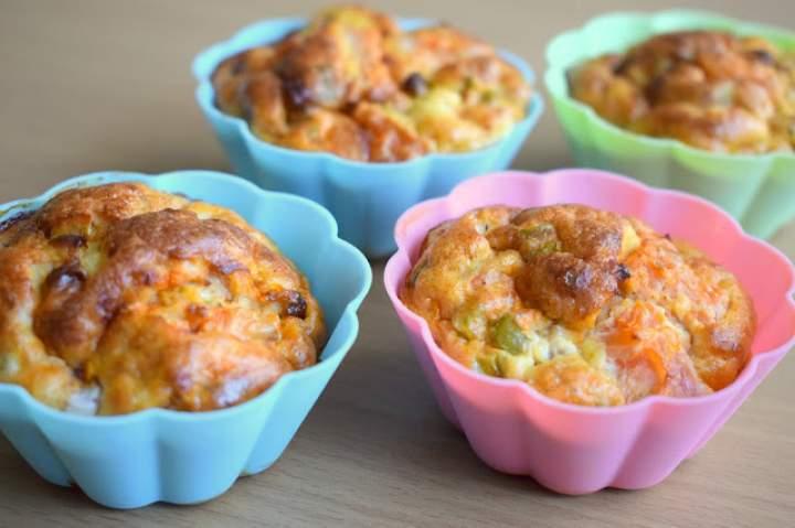 Jajeczne muffinki ze szczypiorkiem i pomidorem :)