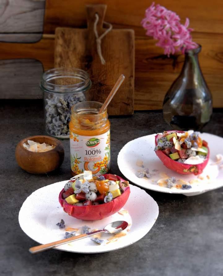 Super food na śniadanie – budyń jaglany z rokitnikiem, galaretką z granatu, awokado i kurkumą