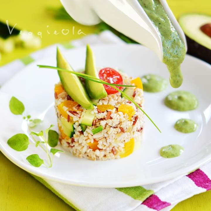 Kaszotto z cukinią, zółtą papryką i sosem z awokado
