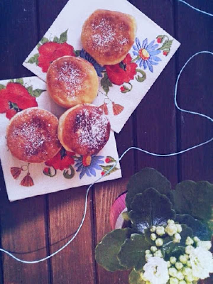 Domowe pączki z płatkami róży