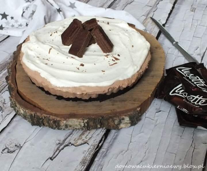 Tort lodowy z kremem czekoladowym i wafelkami Lusette
