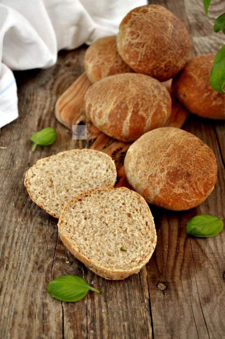 Bułki razowe na maślance z automatu do pieczenia chleba