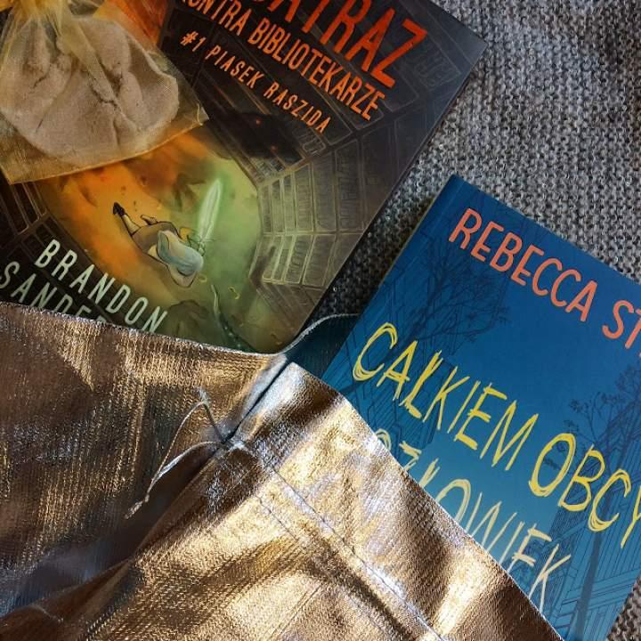 """""""Całkiem obcy człowiek"""" i """"Alcatraz kontra Bibliotekarze – Piasek Raszida"""" – propozycja książek dla młodzieży"""