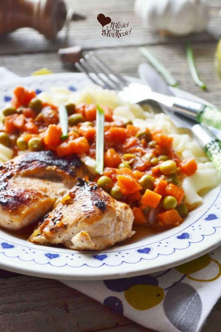 Filet z kurczaka w sosie jarzynowym