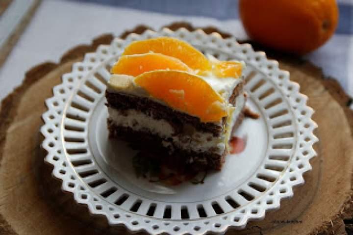 Kakaowy biszkopt z kremem  i pomarańczami