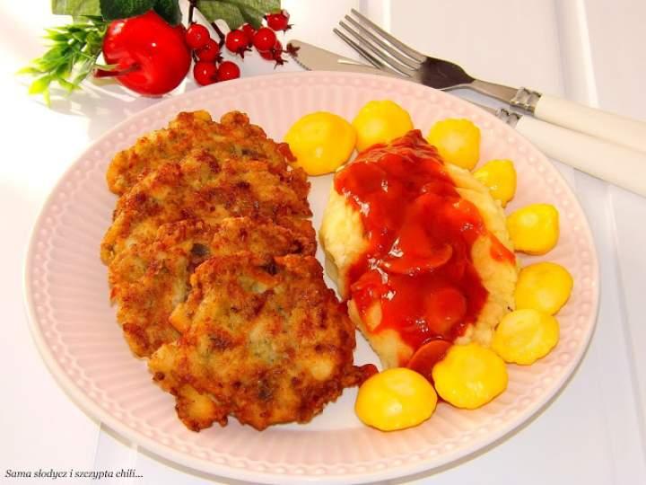 Kotlety z indyka z sosem pieczarkowym i patisonami Orzech.