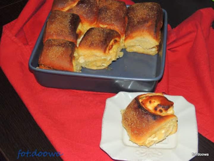 Drożdżowe bułki z serem do odrywania podwójnie waniliowe