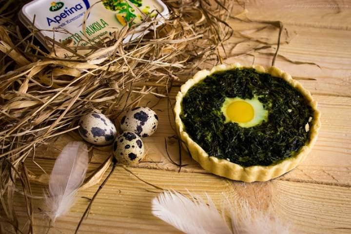 Mini tarty z jajkiem i szpinakiem