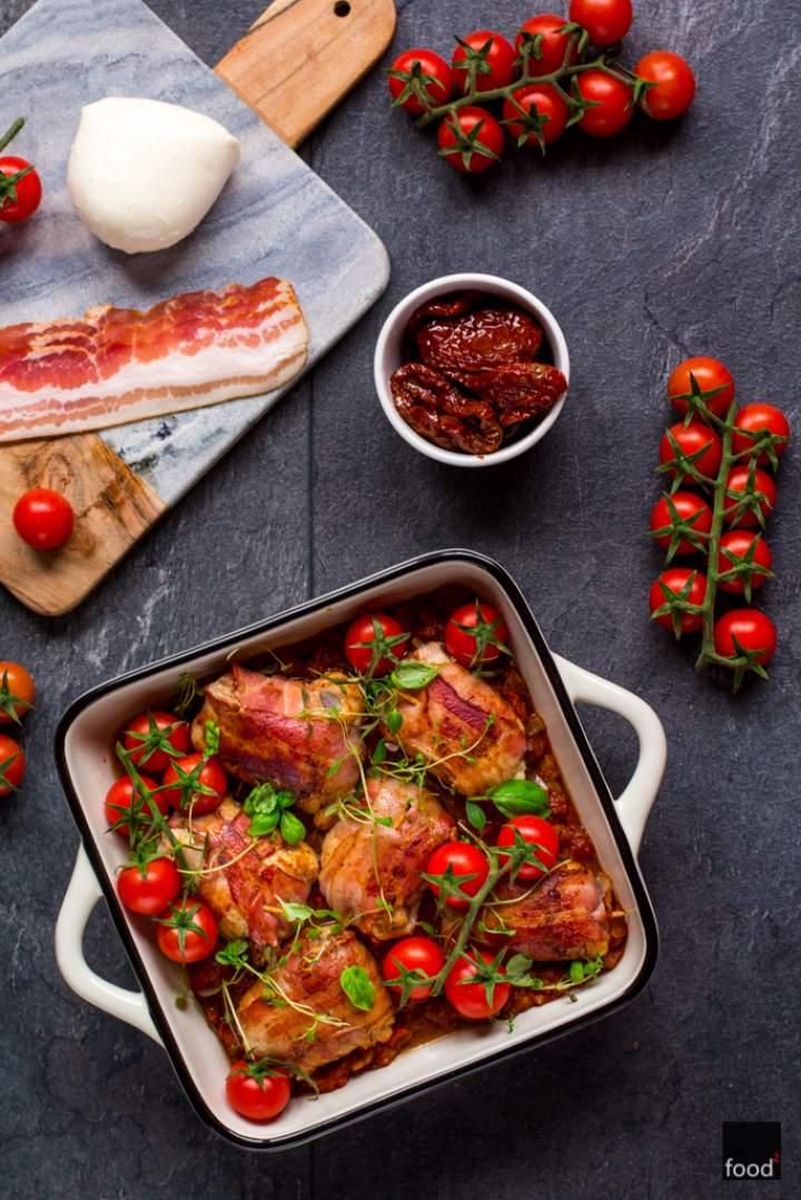 Roladki z podudzi kurczaka nadziewane mozzarellą i pomidorami suszonymi